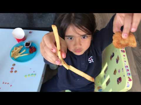 Mukbang - Come Eat With Us - Yummy Dinner Time - Kindergarten Scarlett And Natalia - Kinder Playtime