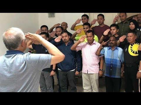 Najib ucap selamat tinggal pada pegawal dan pengiring