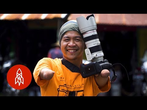 The Photographer Capturing Indonesia With No Hands or Legs