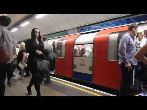 London Underground Victoria Line Trains At Euston In Rush Hour 14 September 2016