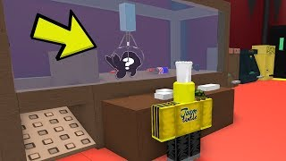 WINNING PRIZES FROM THE CLAW MACHINE (Roblox Arcade)