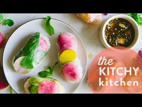 Rainbow Salad Rolls // The Kitchy Kitchen