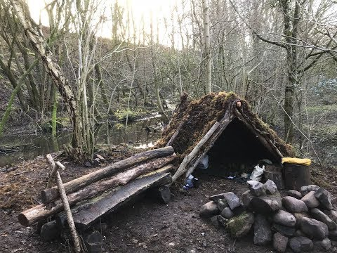 2 NIGHTS WINTER CAMPING AND DEBRIS  A- FRAME MOSS SHELTER BUILDING
