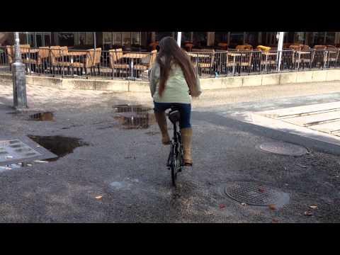 Chris test driving Mini Cooper portable bike in Stockholm