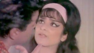 Dharmendra Hides the Truth from Saira Banu, Saazish - Action Scene 6/17