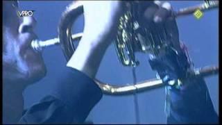 een magische afsluiting van het optreden van Kyteman op Lowlands 2009. als je er een traantje bij gelaten hebt, was je niet de enige. geniet van Sorry.