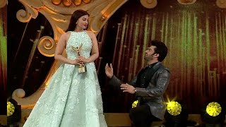 Sansui stardust awards:Manish propose his love to aishwarya rai with abishek permission