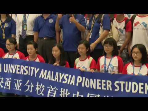 First Chinese students arrive at Xiamen Malaysia