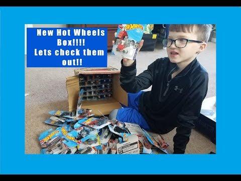 NEW 2018 BOX OF 72 HOT WHEELS !!