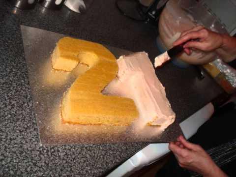 Lucy's 21st Cake.wmv