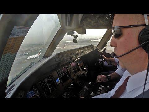 Boeing 777 Landing Dubai 12L