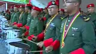 """Chávez canta """"Triunfar"""" (el himno de los Blindados) y un fragmento de """"Patria Querida"""""""