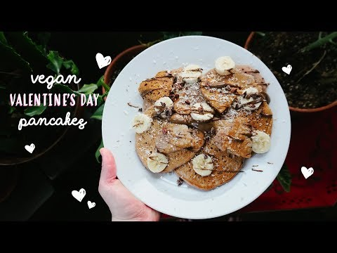 VEGAN PINK PANCAKES ♥ Healthy + Festive