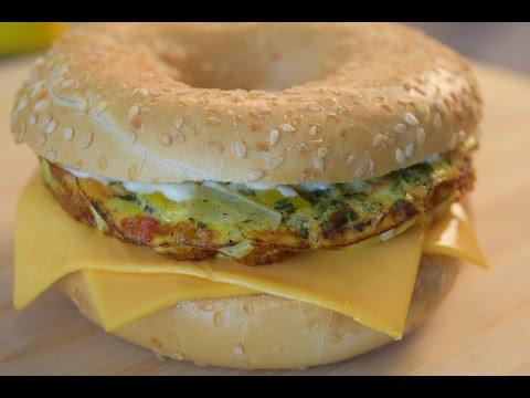 Sandwich Bagel de Huevo y Queso / Egg & Cheese Bagel Sandwich