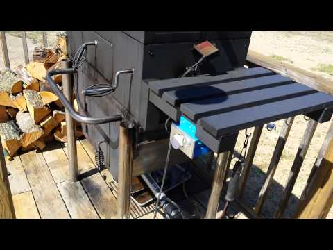 Automatic temperature controlled smoker