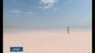 Україна вражає: розовое озеро на Херсонщине