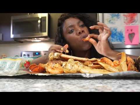 CRAB LOBSTER SHRIMP & MUSSELS  MUKBANG ( EATING SHOW) SEAFOOD BOIL