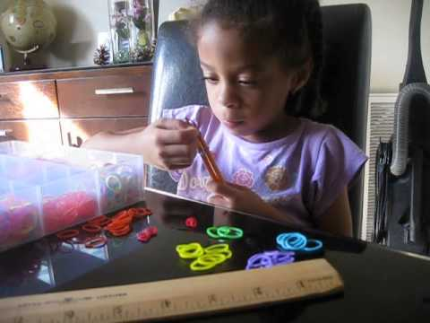 how to make a single bracelet with pencils and rubber bands