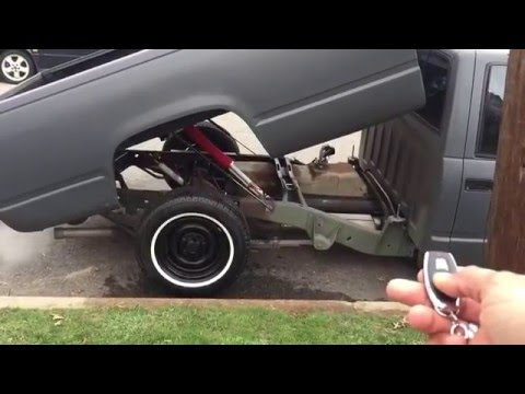 Remote controlled pickup bed tilt