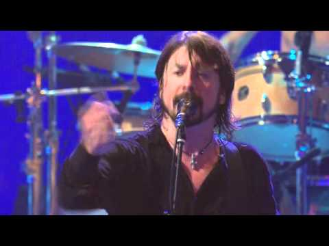 Dave Grohl stops show because fight! (iTunes Festival 2011)