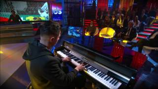 Lapadula playing Chopin