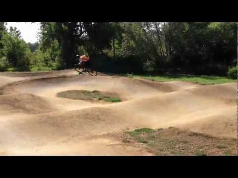 How to Ride a Pump Track - on a 29er (Canfield Brothers Yelli Screamy)