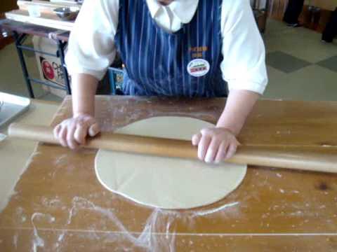 Making soba noodles part 4