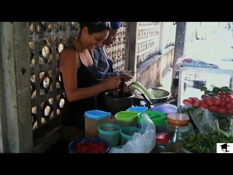 How To Make Papaya Salad: Street Food Edition