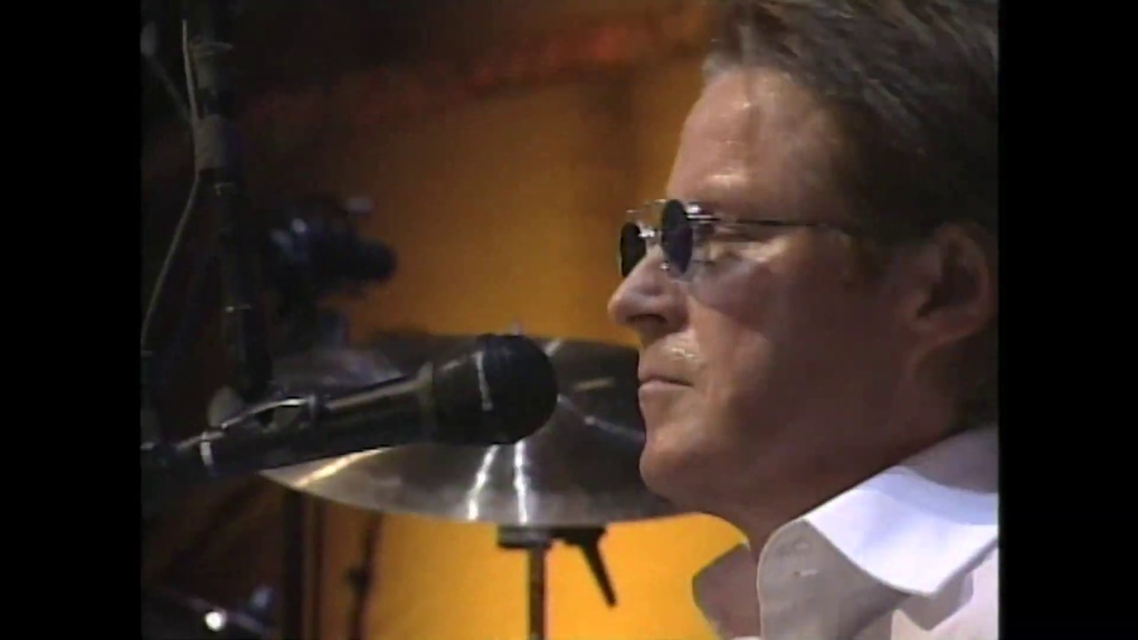 """Eagles perform """"Hotel California"""" at the 1998 Rock & Roll Hall of Fame Induction Ceremony"""