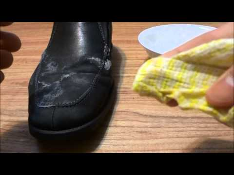 How To Remove Salt Stains From Shoes (Water And White Vinegar Solution)