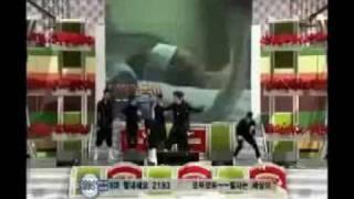 2PM Park JaeBeom saving his members (Ok TaecYeon + NichKhun) on stage
