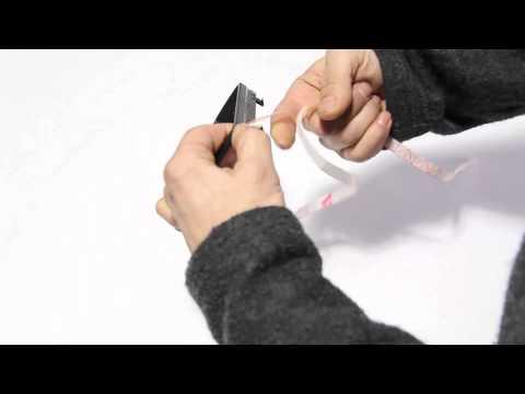 original Plastikhalterahmen an einer ICT Ledermanschette befestigen.