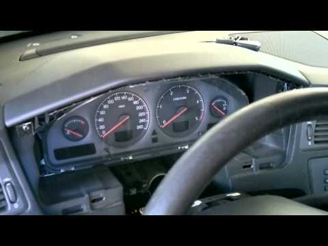 How to remove Volvo V70/XC70 instrument cluster [HD]