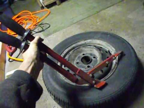 Derby Tech- How to break down a tire by hand