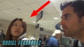 هذا الشاب يفعل اشياء غريبة في المطار لا يصدقها العقل - شاهد كيف ! مترجم