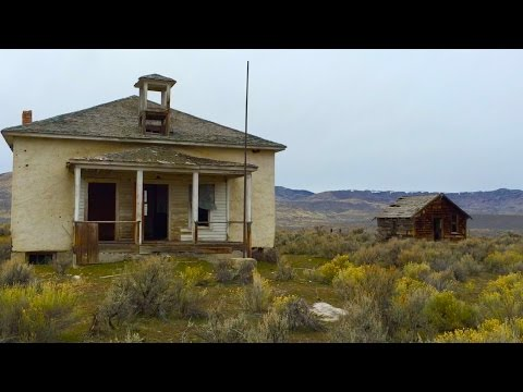 The Stunning Discovery of a 100 Year Old Abandoned School House
