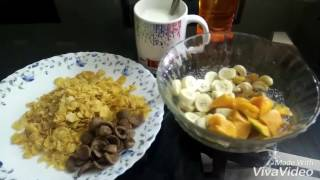 Early morning breakfast| Nine months pregnant|  bowl of cornflakes and fruits|