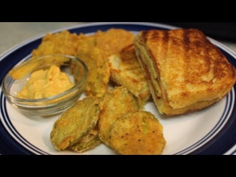 VEGAN PANINI + FRIED PICKLES | VLOGMAS DAY 5