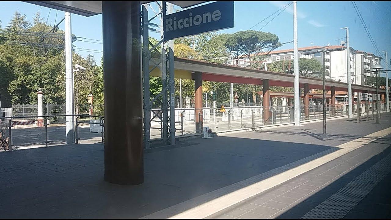 HD - Lungo il TRC (Trasporto Rapido Costiero) da Riccione a Rimini, vista treno