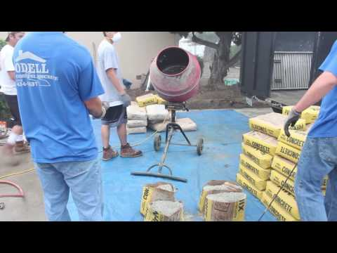 How to mix concrete in a mixer