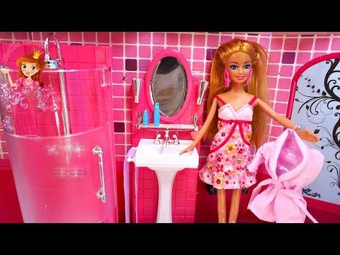 BARBIE PRINCESS DOLL PINK BATHROOM | MORNING ROUTINE | BATH TIME SHOWER KIDS VIDEO