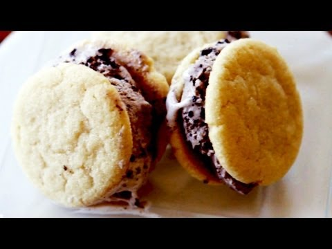 How to Make Ice Cream Cookie Sandwiches- Mini Baker Episode 9