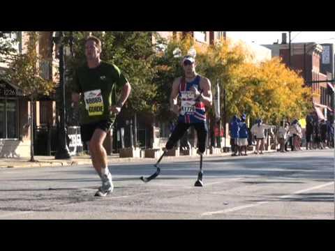 2010 Chicago  Marathon Man running without legs  British Shirt