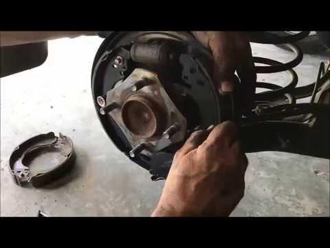 2009 Nissan versa rear brakes back