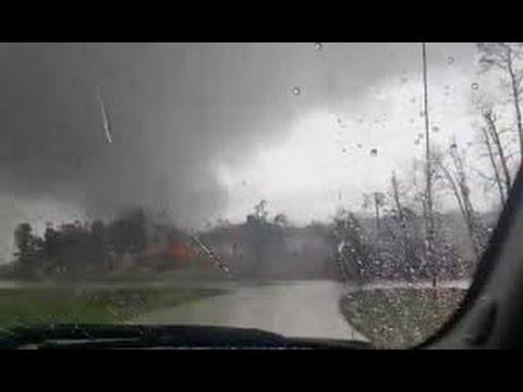 Large Tornado near Willis, Texas