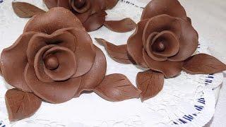إصنعي ورود الشوكولا بمكونين فقط لتزين حلويات لاكريم