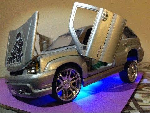 Cadillac Escalade 1:24 Diecast Model Car Hopper