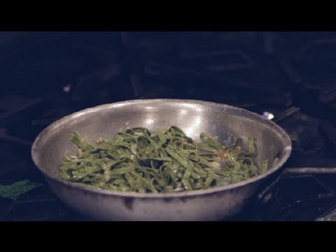 Spinach Fettuccine With Garlic & Olive Oil : Italian Dishes