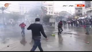 مواجهات بين القوى الأمنية اللبنانية والمتظاهرين أمام السفارة الأميركية في عوكر