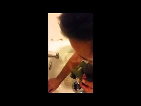 Instructional Video on How to fix a Moen Shower Faucet - Single Handle